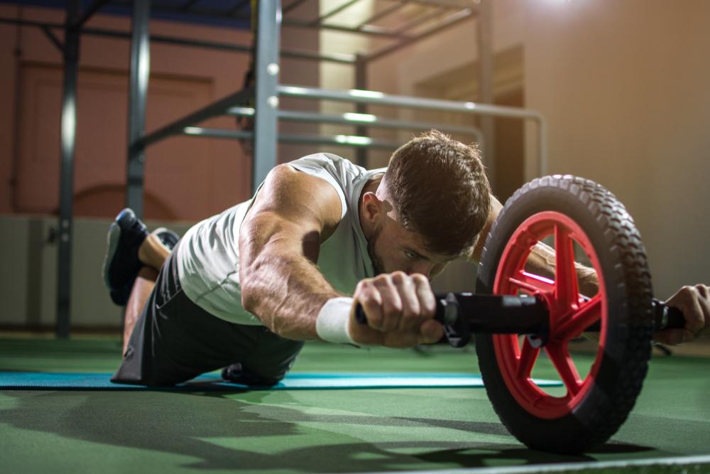 attrezzi fitness: ruota addominale per potenziare il CORE