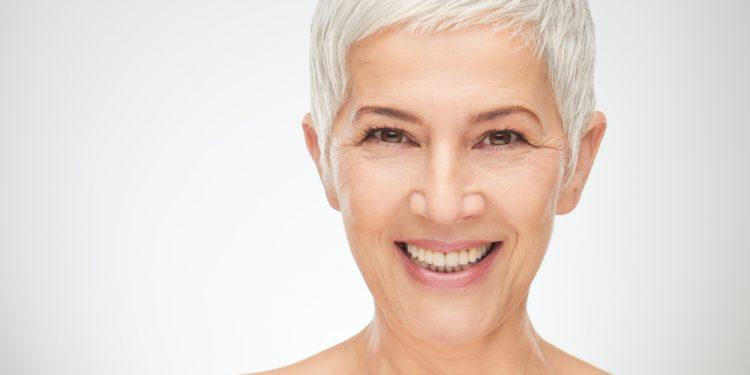 come prevenire i capelli bianchi