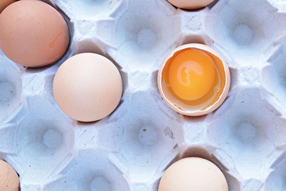 come prevenire i capelli bianchi con le proteine