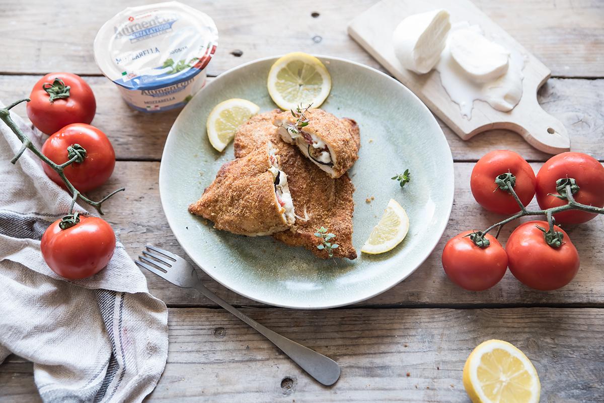 Cordon bleu di pollo con melanzane pomodori e mozzarella