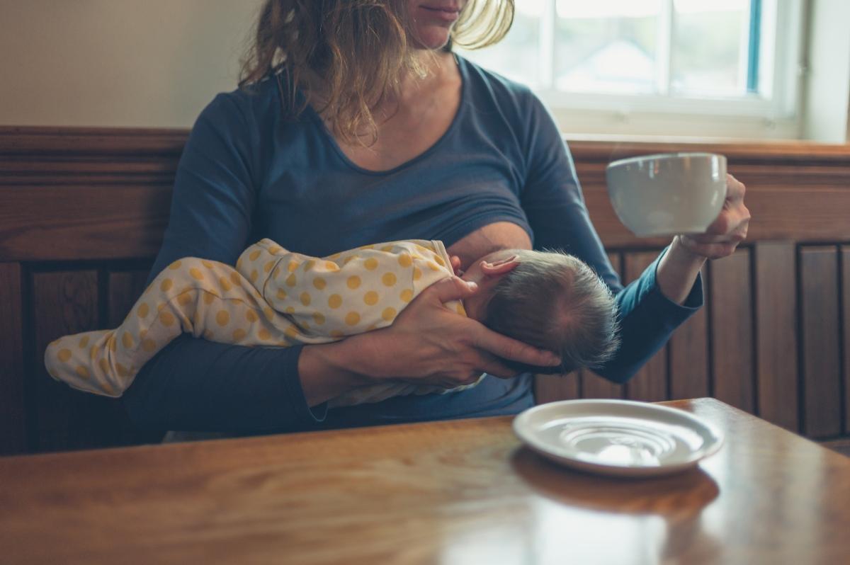 dieta in allattamento: cosa mangiare, esempio di menù, e alimenti da integrare
