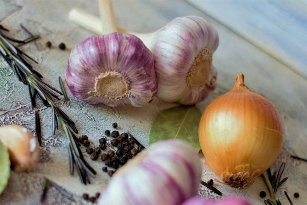 dieta per l'ipertensione, aglio e cipolla