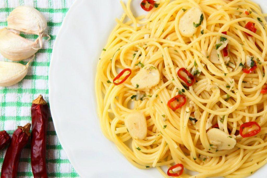 dieta per ipertensione, pasta aglio, olio e peperoncino