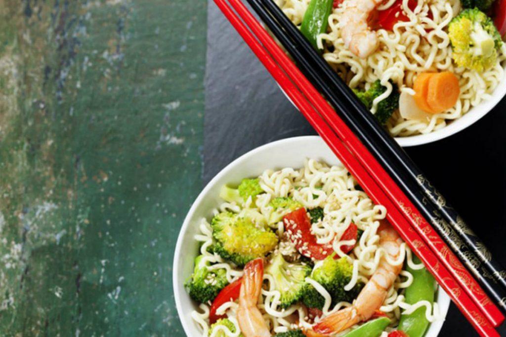 dieta per ipertensione, spaghetti di soia con verdure