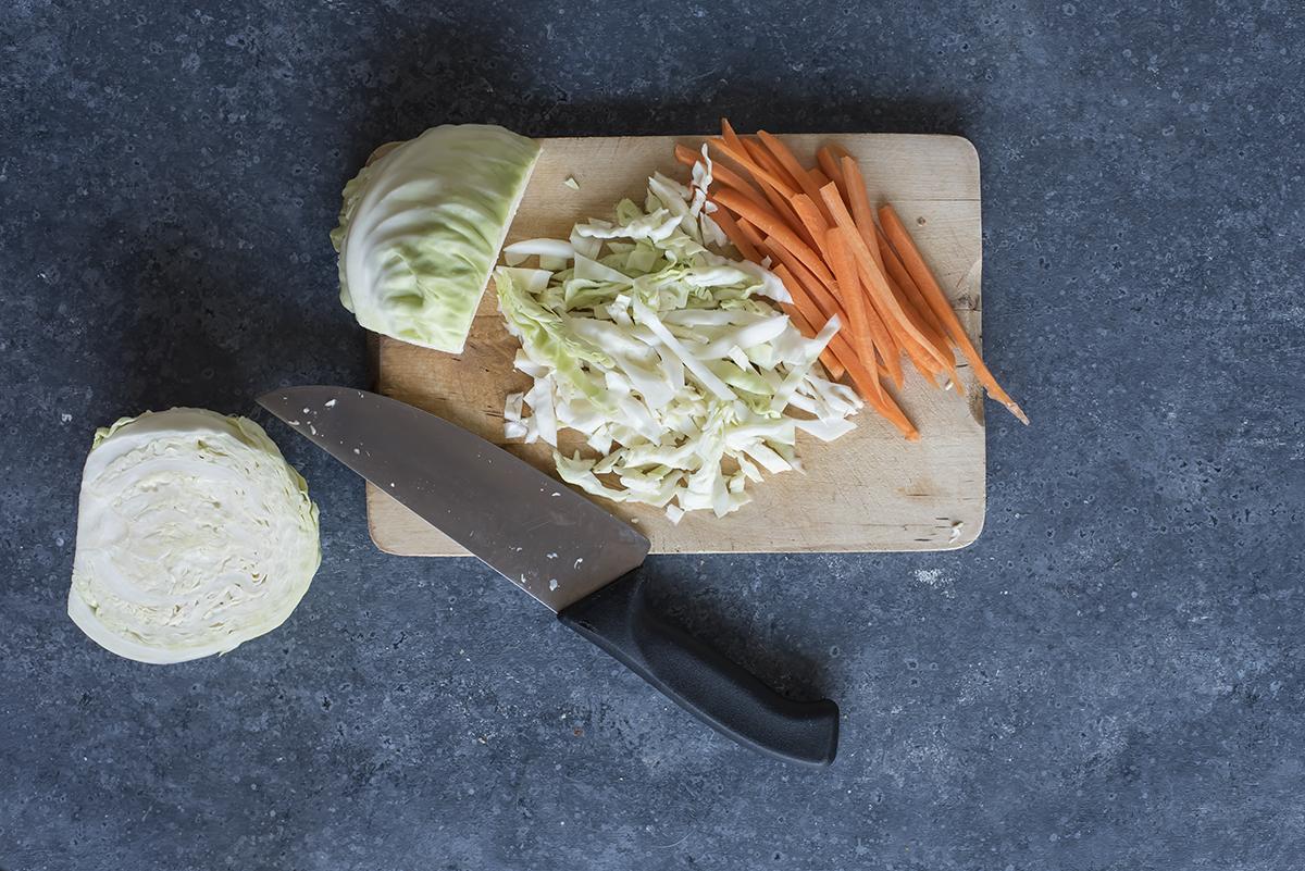 piadina con pollo taglia carote e cavolo bianco
