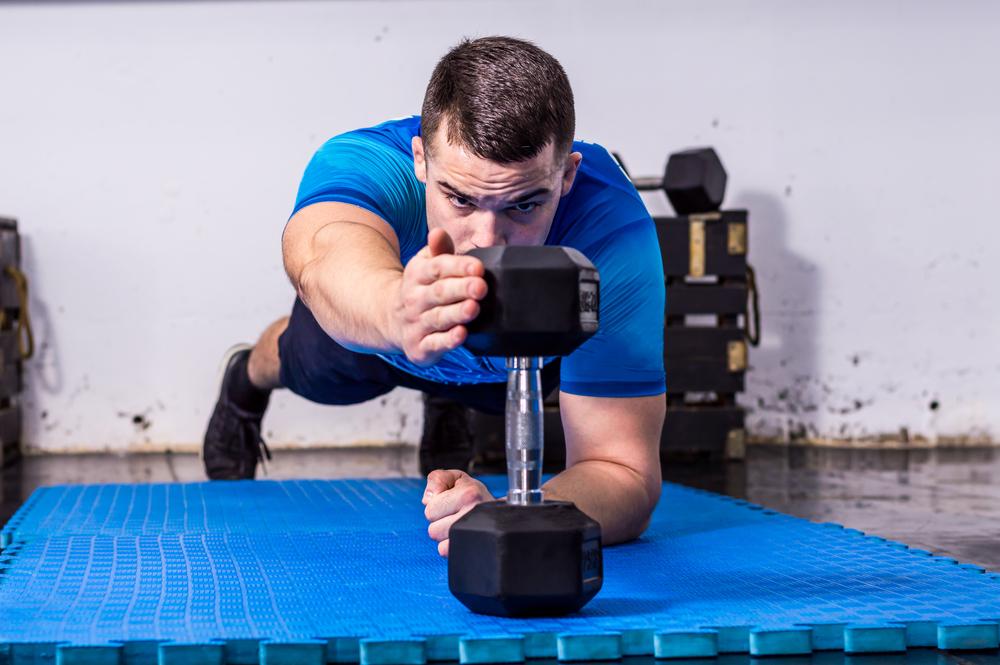 plank con elevazione braccia: challenge plank