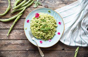 risotto con crema di fave e piselli: la ricetta sana e leggera