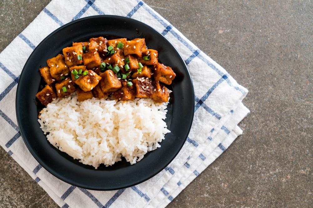 riso con tofu e peperoncino