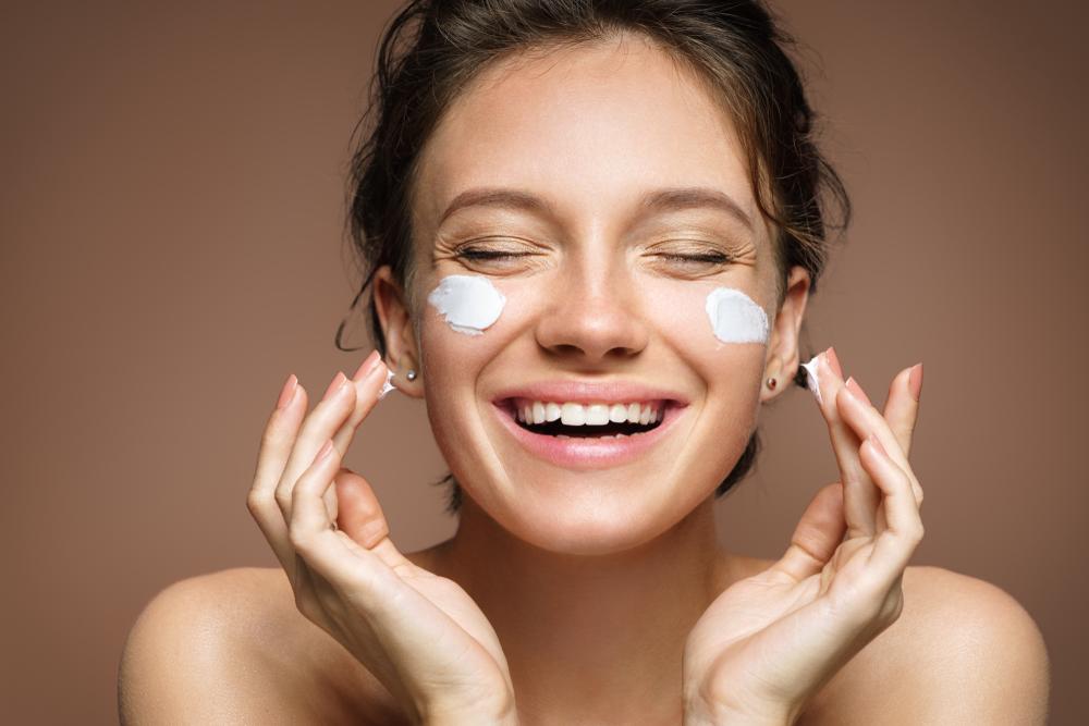 acido ialuronico e collagene per la tua pelle: i prodotti antieta