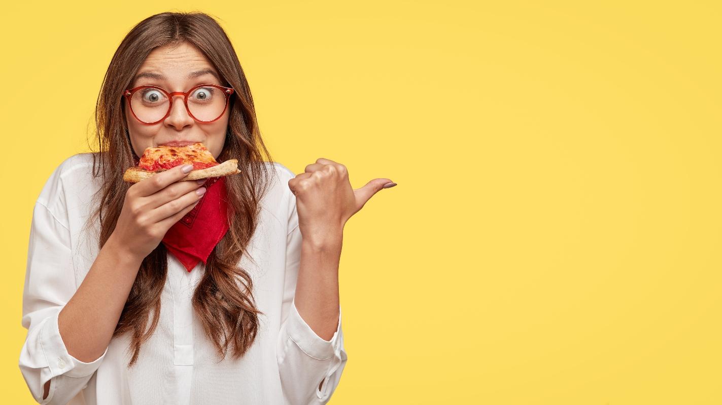 come sgonfiare la pancia: masticare piano