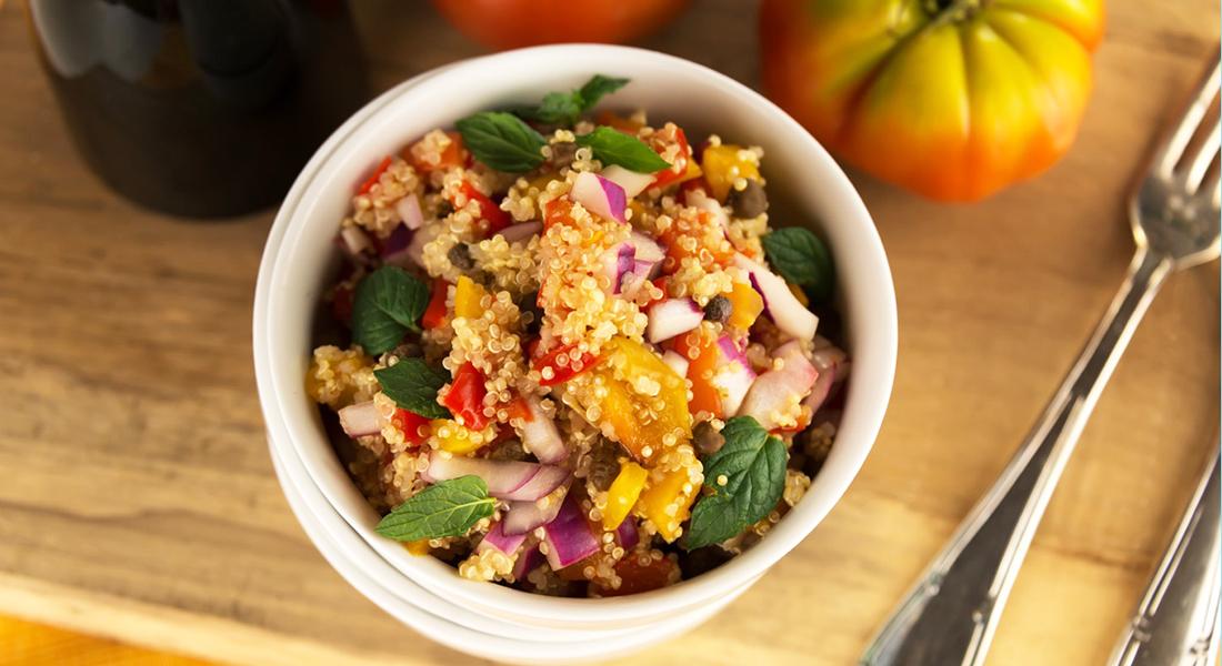 Insalata di quinoa con pomodorini senza glutine, gustosa e light