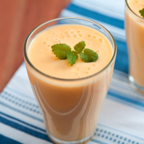 lassi al mango, una bevanda fresca e nutriente