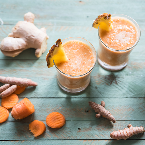 Smoothie all'ananas mela carota e zenzero
