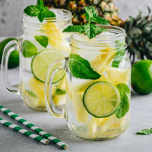 Acqua detox ananas e lime, un'acqua detox per dimagrire