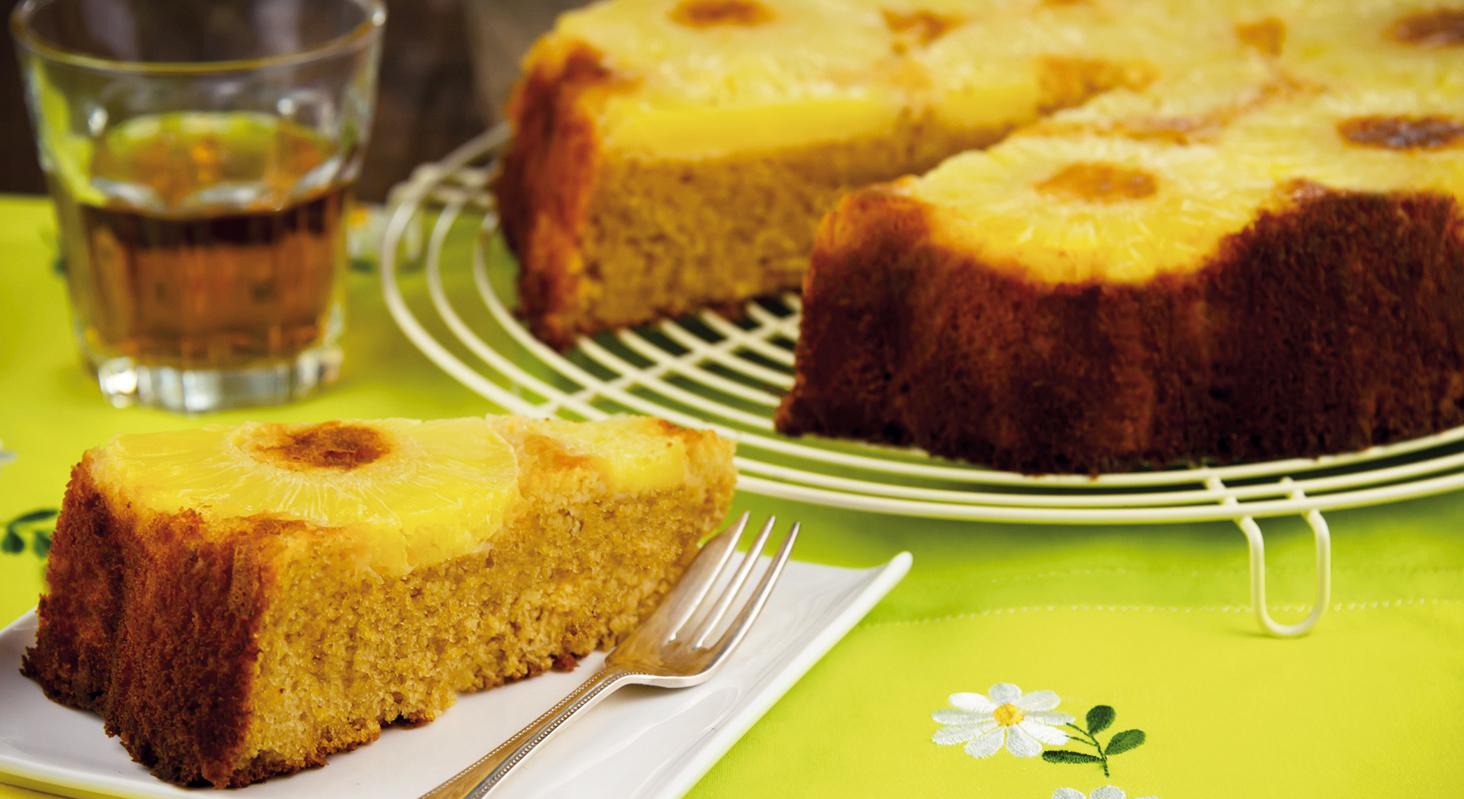 La torta all'ananas e vaniglia è la versione della torta rovesciata all'ananas light e senza glutine