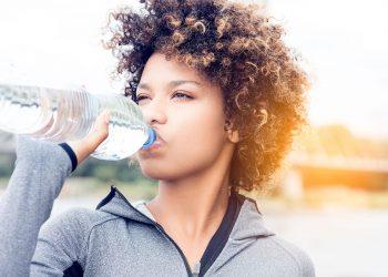 bere tanta acqua fa bene alla dieta e alla salute