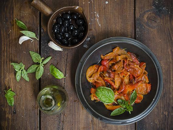 pizza con peperoni e olive, una ricetta light