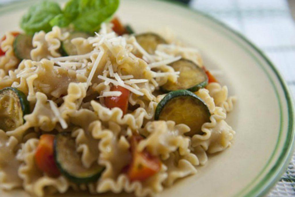 ricette con zucchine, pasta integrale con le zucchine