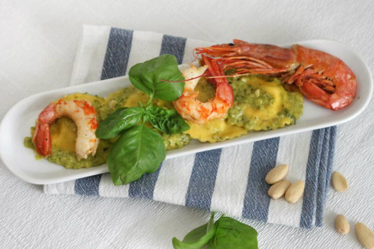 ricette con zucchine, ravioli con pesto di zucchine