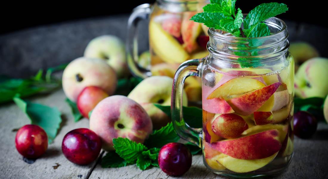 ricette detox, acqua pesca, kiwi e melissa