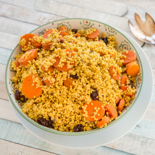 miglio saltato con carote, pinoli e olive