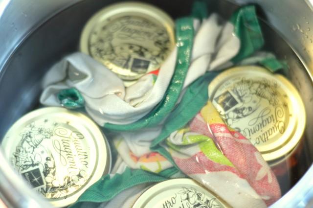 polpa di pomodoro a pezzi, sterilizza i barattoli