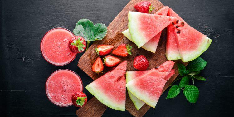 smoothie di fragole e anguria: la ricetta