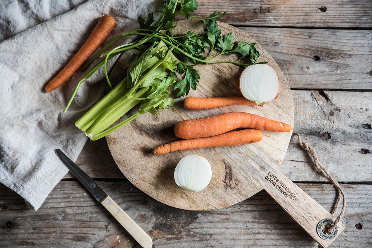 zuppa di pesce, tagliare le verdure