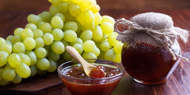 Marmellata di uva e ananas