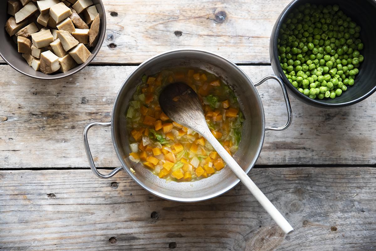 spezzatino di seitan con verdure, cuoci le verdure