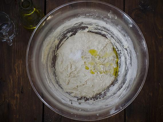 pizza margherita impasto sale e olio