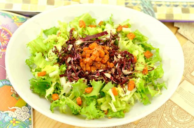 Insalata-riccia-radicchio-rosso-zucca-semini-