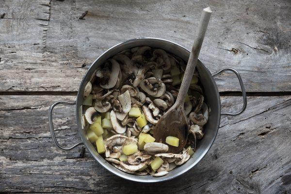 Ricetta vellutata funghi patate e cipolla