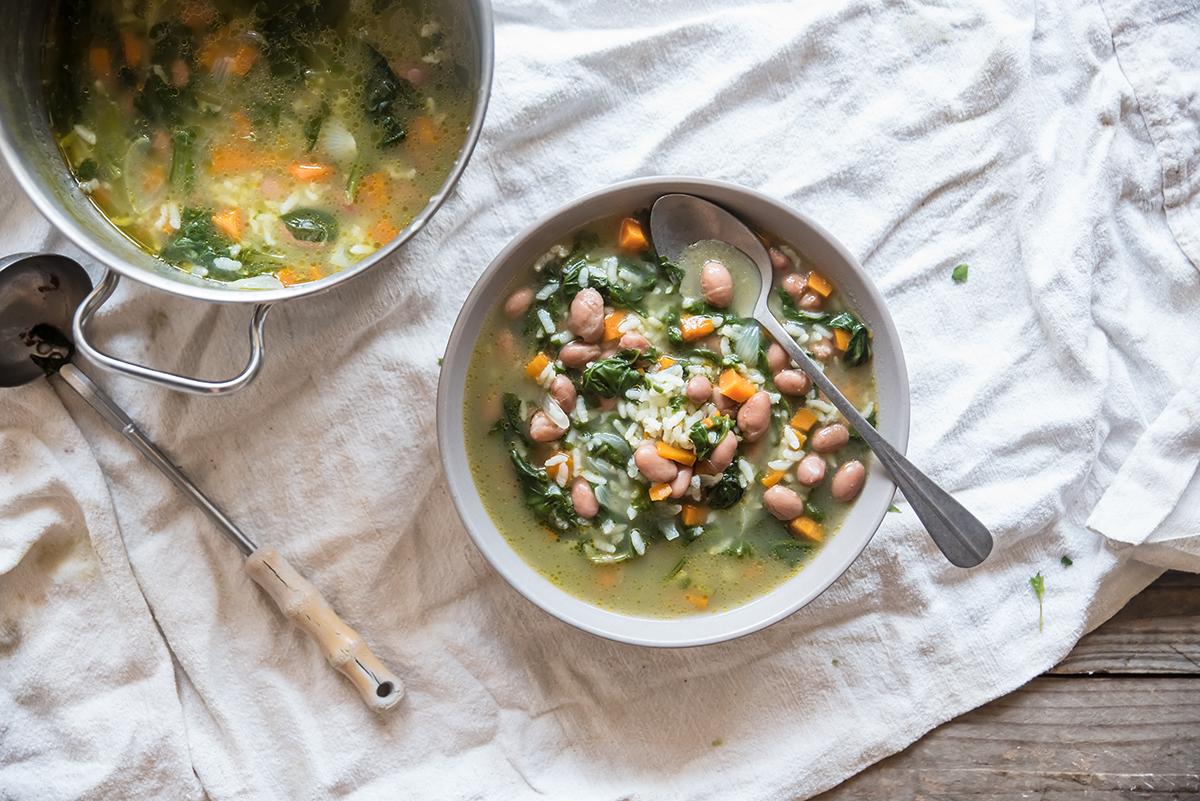 minestre e zuppe:minestra di riso con bietole, fagioli e carote