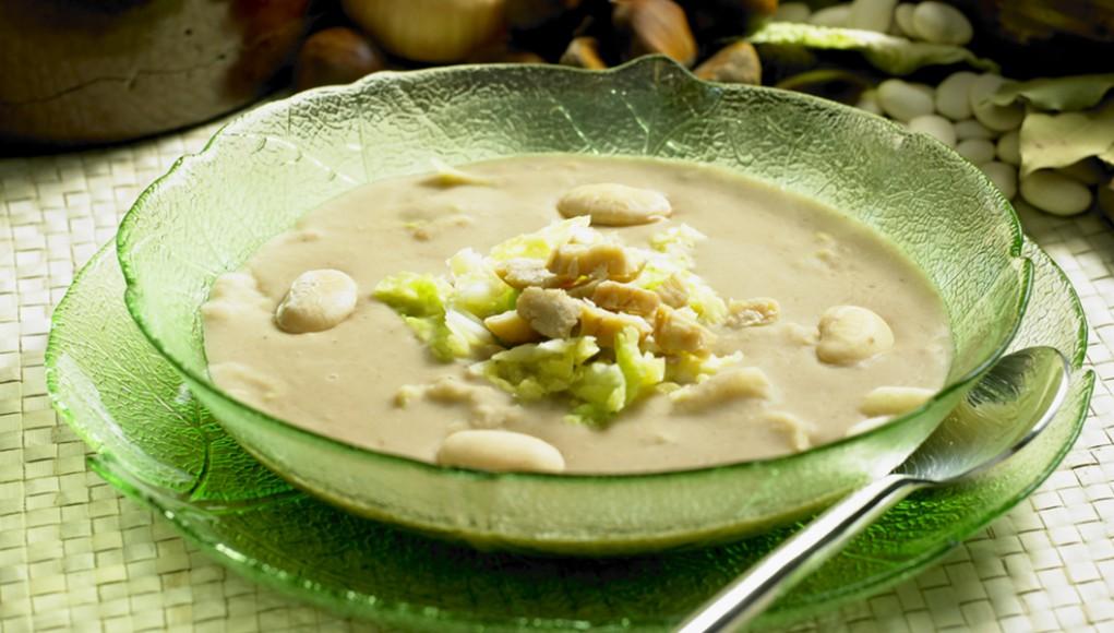 zuppa cavolo verza fagioli e cipolla