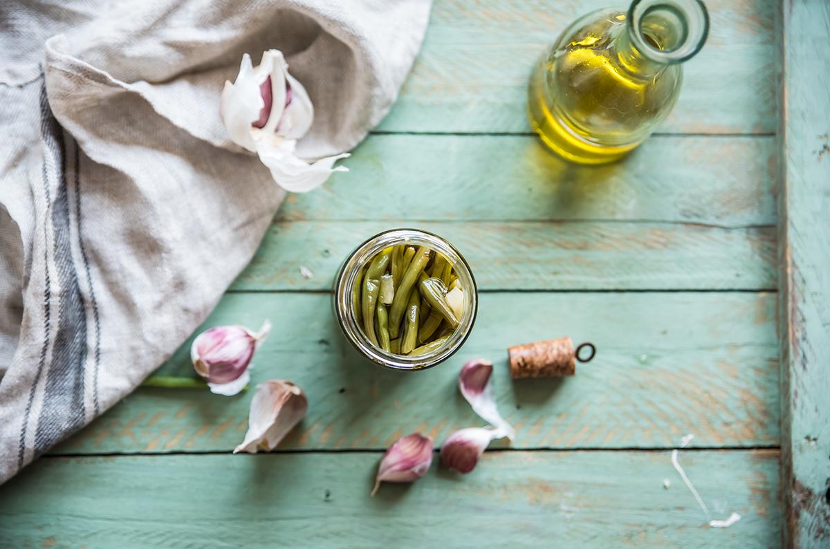 Preparazione fagiolini sottolio nei vasetti