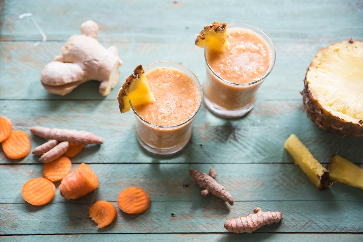 Ricette con le mele: smoothie di carota, ananas, mela e zenzero