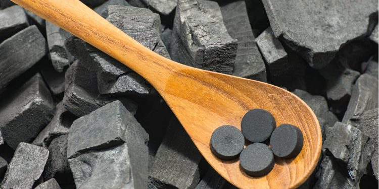 carbone vegetale benefici proprietà