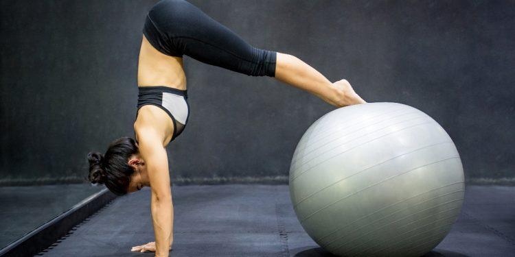 pilates: cos'è, come funziona, benefici e allenamento da fare a casa