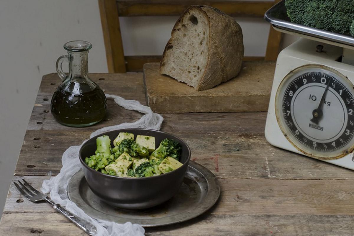 Ricette con broccoli: broccoli e tofu al curry piccante