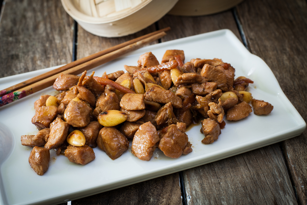 ricette con cardi: pollo alle mandorle e crudaiola di verdure amare