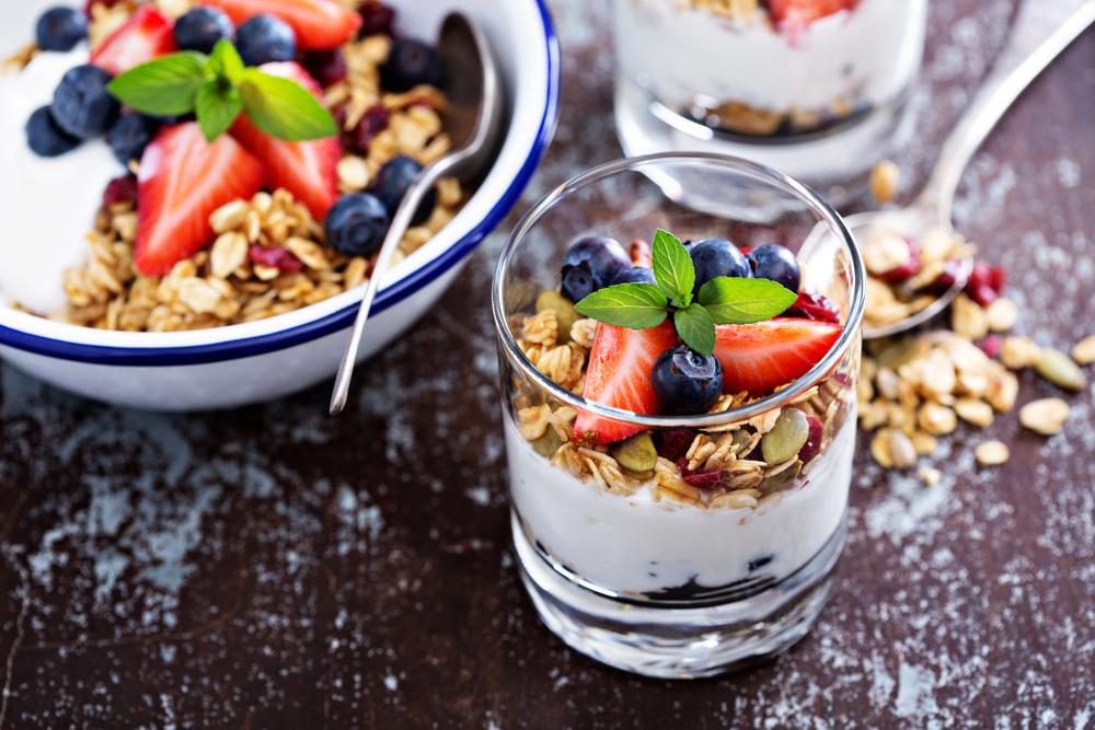 frutta secca, lo yogurt