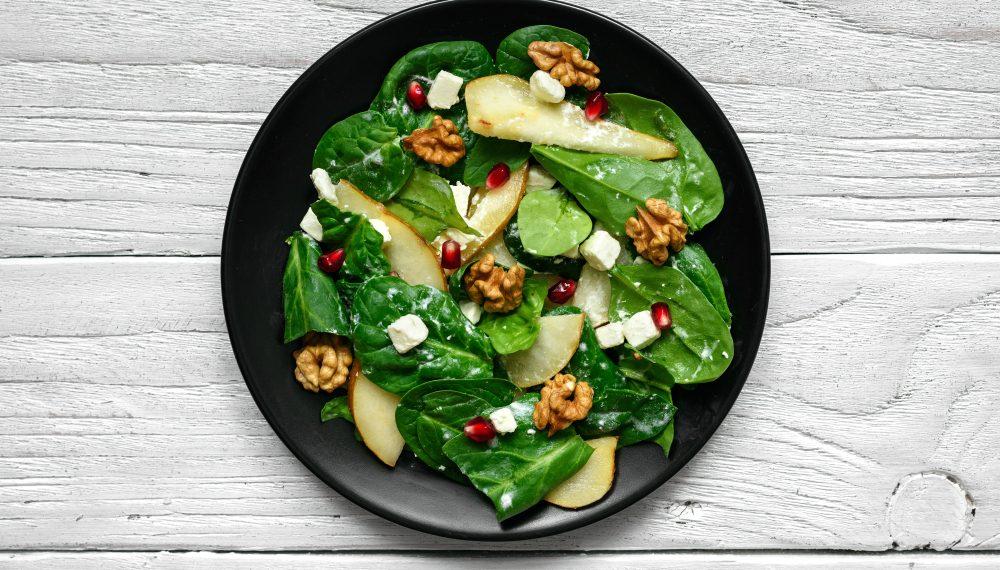 insalata di spinaci. pere e noci