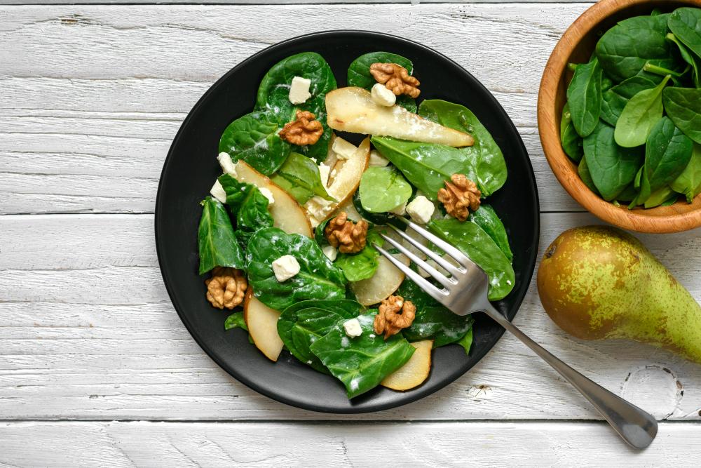 insalata con per, noci e feta