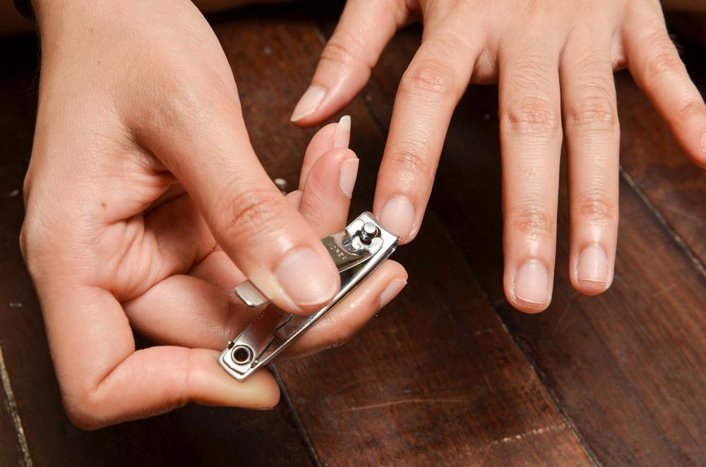 mangiarsi le unghie: rimedi è tagliarle