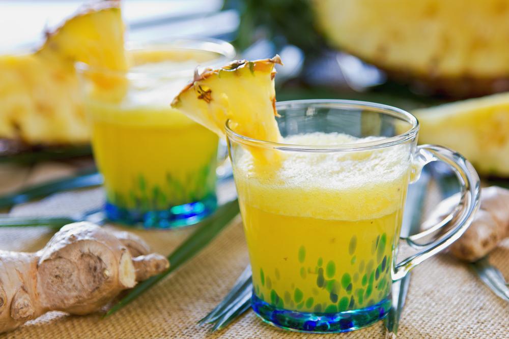 Smoothies di ananas e zenzero fresco