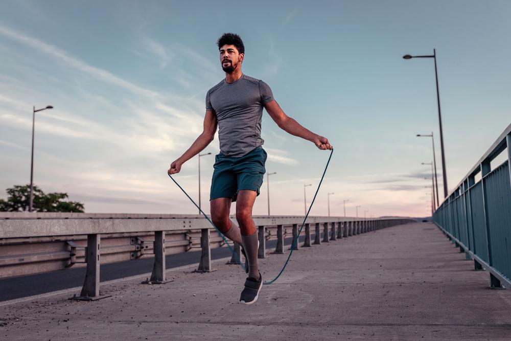 sport brucia grassi: saltare corda