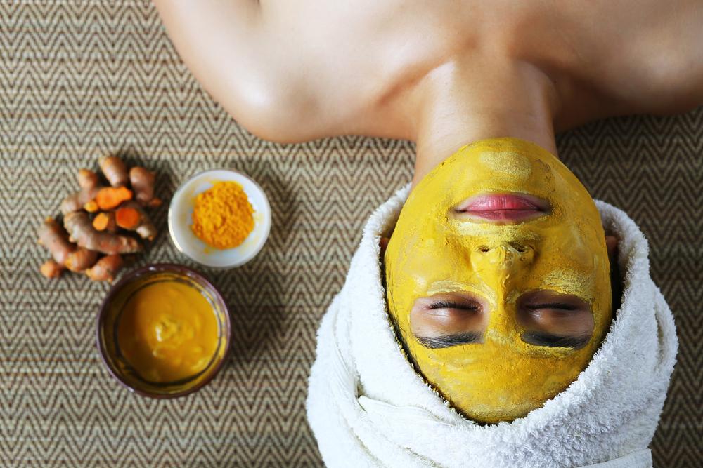 usi alternativi curcuma: maschere di bellezza