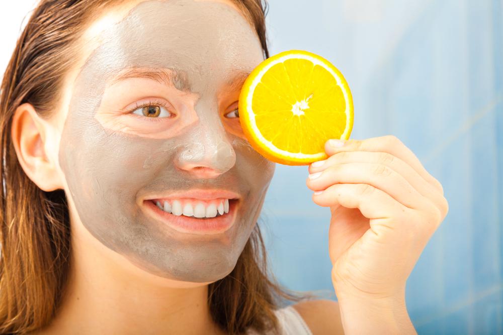 maschera con arancia energizzante