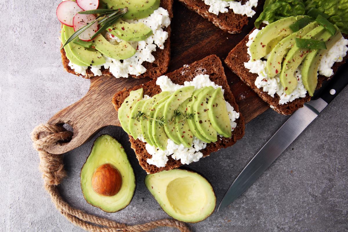 Avocado: benefici, valori nutrizionali e le ricette per gustarlo a dieta
